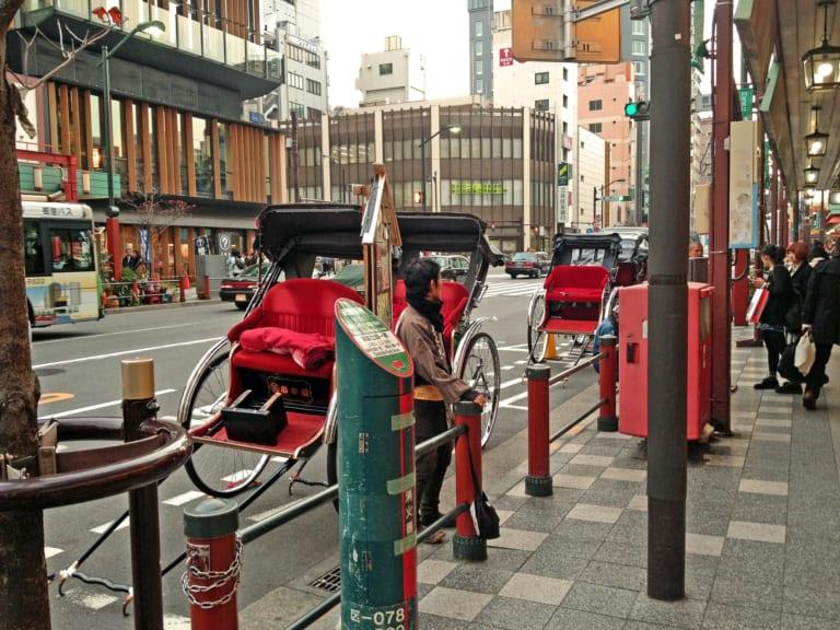 Thư thả dạo quanh Asakusa bằng xe kéo!