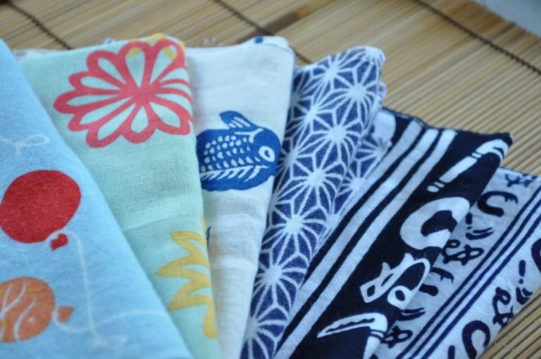 """【Đồ tiện ích Daiso】 Làm hộp đựng khăn giấy từ khăn """"Tenugui"""" truyền thống của Nhật Bản"""