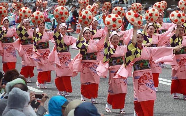 """Lễ hội Nhật Bản – """"Lễ hội nón hoa Hanagasa"""" vào đầu tháng 8 tại tỉnh Yamagata"""