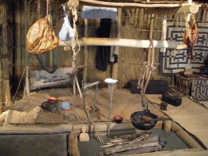 không gian ăn uống trong nhà của người Ainu