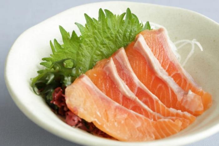 Thịt cá Ruibe hơ lửa của người Ainu